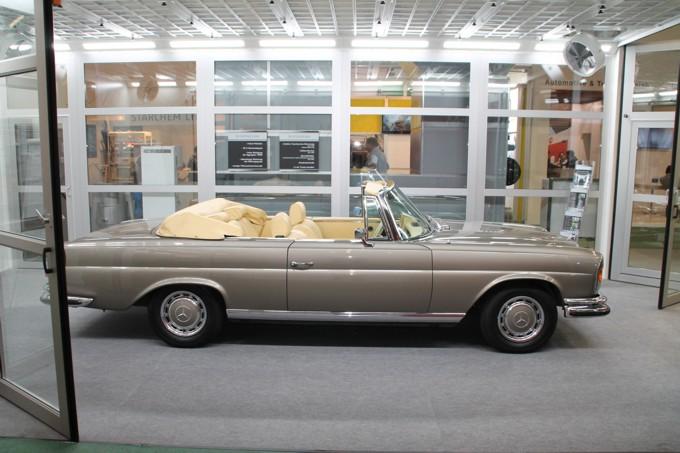 Alter Mercedes - Oldtimer - in SEHON-Lackierkabine